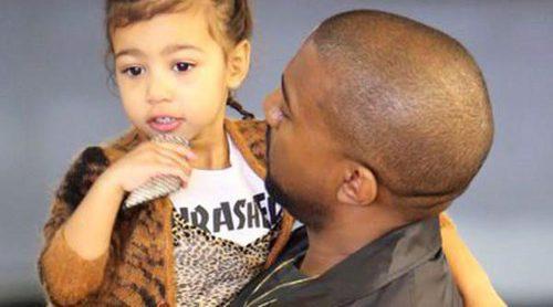 El lado más familiar de Kim Kardashian y Kanye West: acuden con su hija North West a un cumpleaños infantil