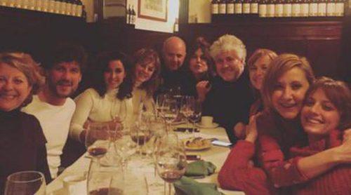 Adriana Ugarte, Inma Cuesta, Michelle Jenner y el elenco de 'Julieta' se van de cena con Pedro Almodóvar