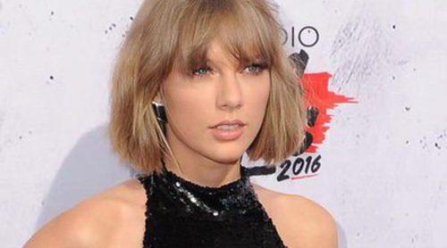 Taylor Swift se convierte en la gran ganadora de los iHeartRadio Music Awards 2016 y se pone romántica con Calvin Harris