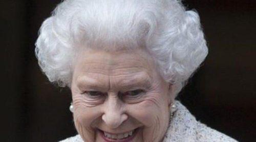 La Reina Isabel celebra sus 90 años con un posado con sus nietos pequeños y todos sus bisnietos