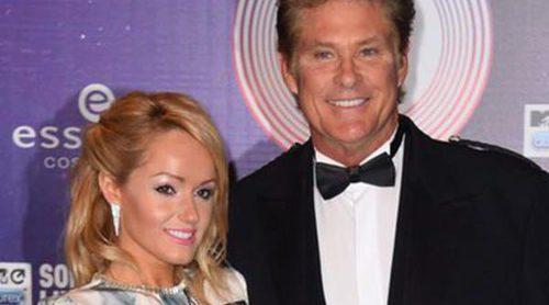 David Hasselhoff se compromete con su joven novia Hayley Roberts