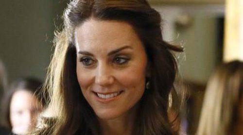 Kate Middleton vuelve al trabajo por partida triple para evitar críticas más solidaria y sonriente que nunca