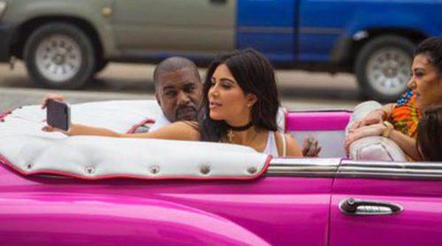 Kim, Khloe y Kourtney Kardashian, tres estrellas polémicas en Cuba junto a Kanye West y North West