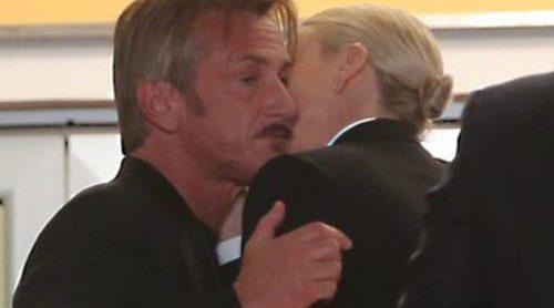 El frío reencuentro de Charlize Theron y Sean Penn en el estreno de 'The last face' en Cannes 2016