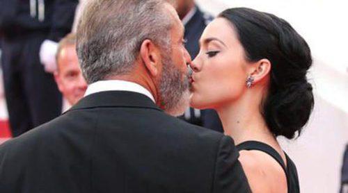 Mel Gibson y Rosalind Ross se dejan llevar por la pasión en la clausura de Cannes 2016