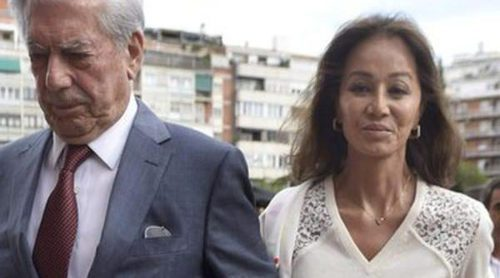 Isabel Preysler y Mario Vargas Llosa pasean su amor cogidos de la mano en la Feria de San Isidro
