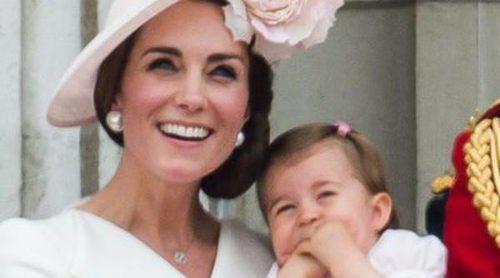 La Princesa Carlota debuta en el Trooping the Colour en el que se celebró el 90 cumpleaños de la Reina Isabel