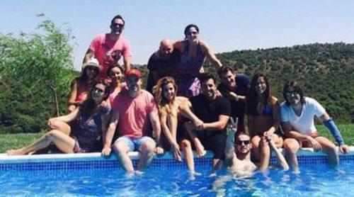 Los concursantes de la primera edición de 'OT' (con alguna ausencia) se reencuentran en una piscina
