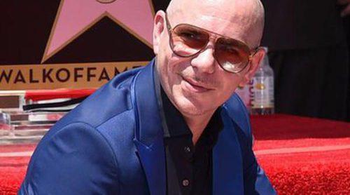 Éxito imparable: Pitbull recibe su estrella en el Paseo de la Fama de Hollywood