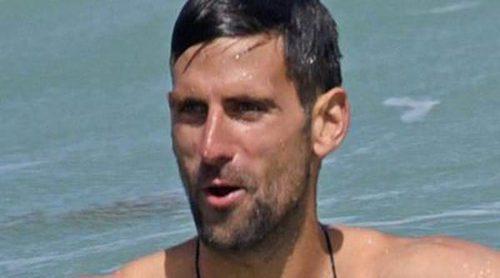 Novak Djokovic presume de cuerpazo en las playas de Marbella durante sus vacaciones en familia