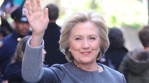 Elizabeth Banks, Eva Longoria y otras celebrities apoyan a Hillary Clinton con la canción 'Our Fight Song'