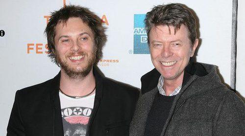 Duncan Jones, hijo de David Bowie, se convierte en padre seis meses después de la muerte del cantante