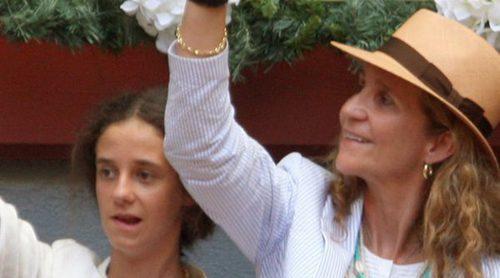 La Infanta Elena vuelve a los toros con sus hijos Froilán y Victoria Federica tras el escándalo de Palma