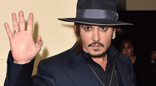 Continúa la polémica: Johnny Depp se habría herido un dedo durante un ataque de celos
