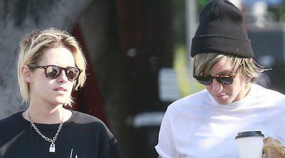 El paseo más 'romántico' de Kristen Stewart con su novia Alice Carlige