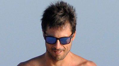 Hugo Silva, pillado en las playas de Cádiz con su novia Marta Guerras en topless