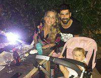 Familia feliz: Jonathan y Yoli ('GH15') disfrutan de una escapada con su hija Valeria