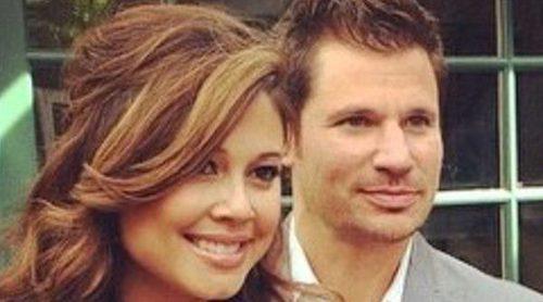 e978cbee8 Nick Lachey y Vanessa Lachey anuncian que esperan su tercer hijo con una  adorable foto de