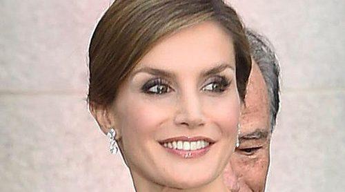 La Reina Letizia, emocionada por las felicitaciones y aplausos por su 44 cumpleaños en el Teatro Real