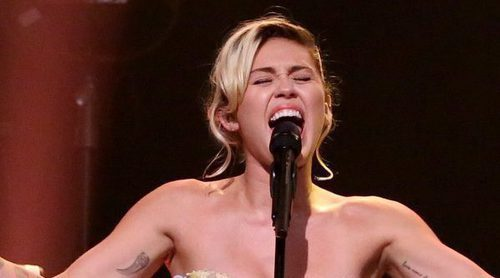 Miley Cyrus brilla con su versión de 'Baby, I'm in the mood for you' en 'The Tonight Show'