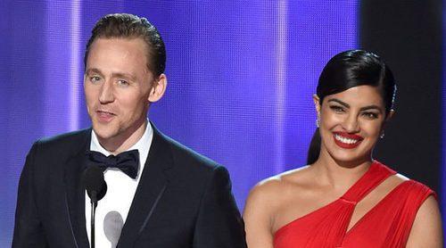 Tom Hiddleston y Pryanka Chopra habrían flirteado en una fiesta tras los Premios Emmy 2016