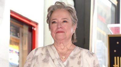 Kathy Bates recibe su estrella en el Paseo de la Fama de Hollywood