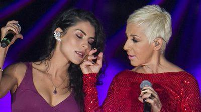 Ana Torroja y María León se besan tras interpretar 'Mujer contra mujer' en México