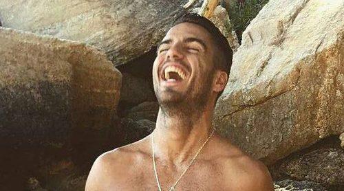 Maxi Iglesias se desnuda para dar la bienvenida al octubre desde la playa
