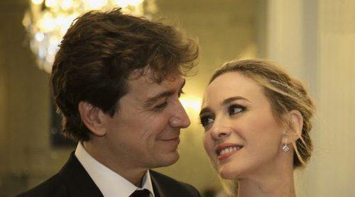 Marta Hazas y Javier Veiga: primer paseo de casados cogidos de la mano por Santander