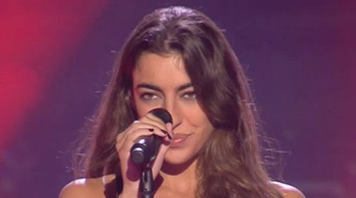 Claudia, la hija de Raquel Revuelta, sorprende en 'La Voz' y obliga a Melendi a cantar en inglés