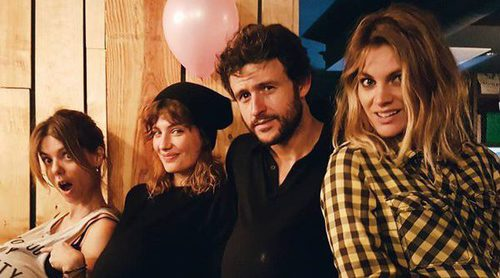 Amaia Salamanca, Miriam Giovanelli y Diego Martín celebran el cumpleaños de Manuela Velasco 'embarazados'