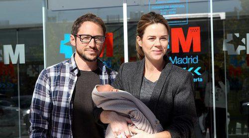 Amelia Bono y Manuel Martos ya están en casa con su hijo Jaime