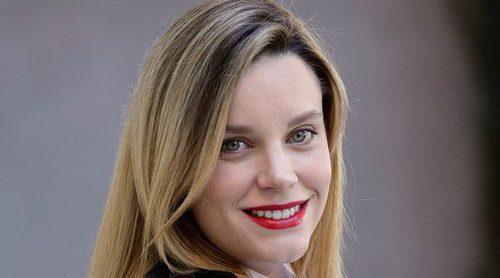 Carolina Bang presume de embarazo a pocos días de dar a luz en la presentación de 'Víctor Ros'