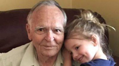 Una niña 'adopta' a una anciano de 82 años y le devuelve la felicidad
