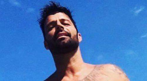 El posado sexy de Ricky Martin: Presume de cuerpazo en la playa