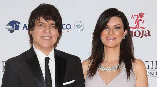 Laura Pausini y Paolo Carta pasean su amor por la alfombra roja de la Global Gift Gala celebrada en México