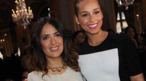 Salma Hayek, Alicia Keys y Katy Perry, muy atentas a las propuestas de Yves Saint Laurent en París
