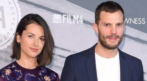 Jamie Dornan y Amelia Warner pasean su amor por los Premios del Cine Independiente Británico 2016