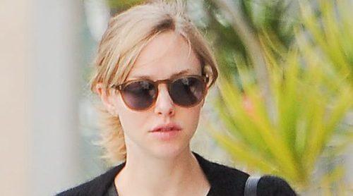 Amanda Seyfried pasea por las calles de Los Angeles luciendo su tripita de embarazada
