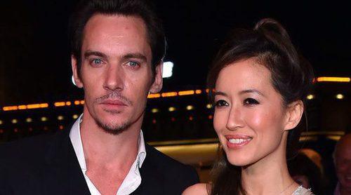 Jonathan Rhys Meyer y su prometida Mara Lane están esperando su primer hijo