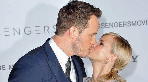 Chris Pratt y Anna Faris lucen su amor -beso incluido- en la premiere de 'Passengers' en Los Angeles