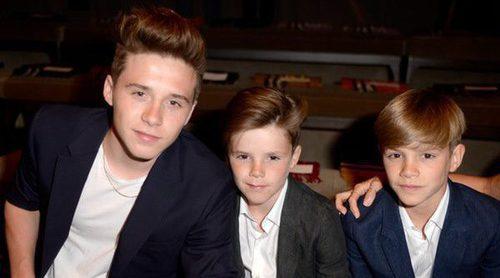 Romeo, Brooklyn y Harper apoyan a su hermano Cruz Beckham en su carrera como cantante