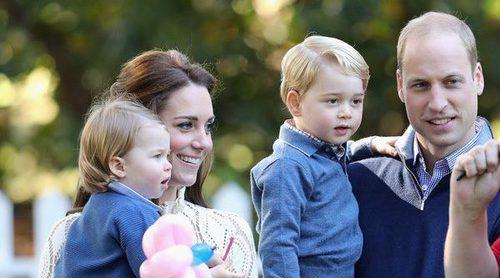 El Príncipe Jorge y la Princesa Carlota, pequeños protagonistas del almuerzo prenavideño de los Windsor