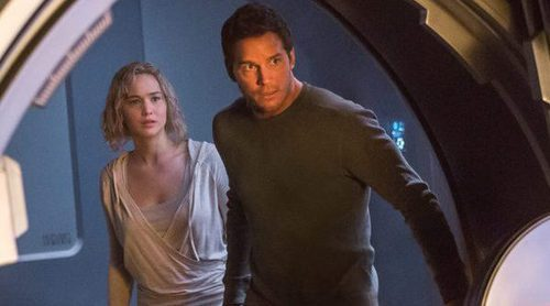 Chris Pratt y Jennifer Lawrence llegan a la taquilla navideña con 'Passengers'