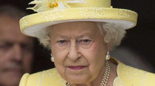 La Reina Isabel sigue luchando por recuperarse mientras el Duque de Edimburgo pasea su buena salud
