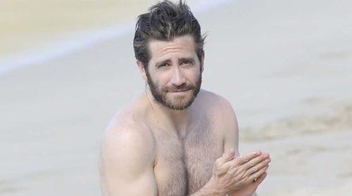 Jake Gyllenhaal disfruta de unas vacaciones en la playa con su novia Greta Caruso y Jon Bon Jovi