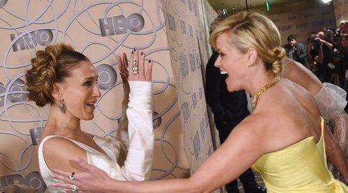 La caída de Sarah Jessica Parker al saludar a Reese Witherspoon en una fiesta tras los Globos de Oro 2017