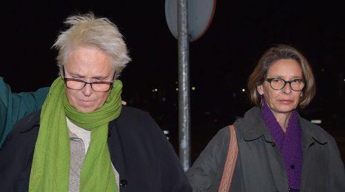 Lucía y Paola Dominguín, sin consuelo en la capilla ardiente de Bimba Bosé