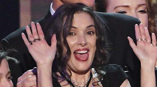 Las extrañas caras de Winona Ryder sobre el escenario de los SAG Awards 2017