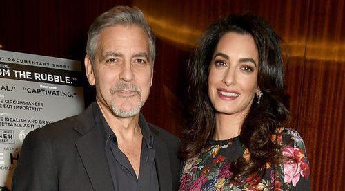 George Clooney y su mujer Amal Alamuddin disfrutan de un paseo por Barcelona